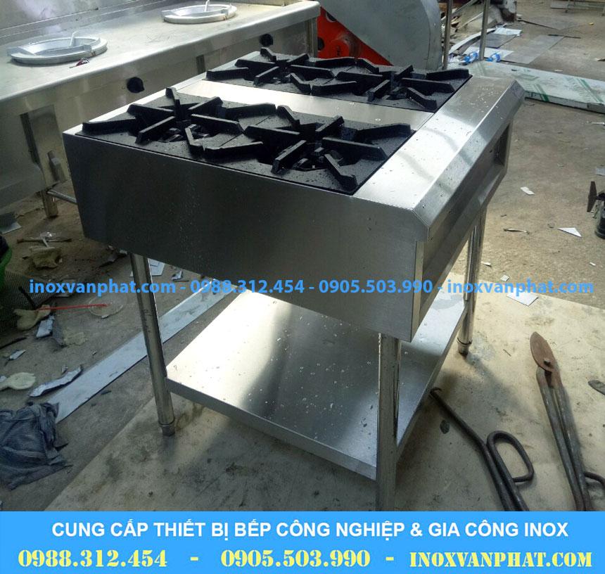 Bếp âu 4 họng sản xuất tại Inox Vạn Phát